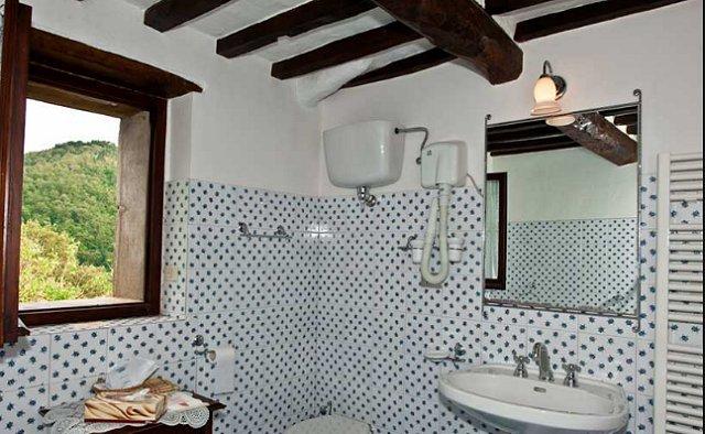 Italy Villa Bathroom